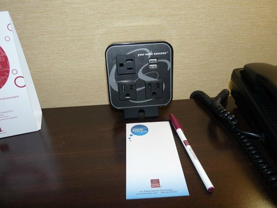 Comfort Suites: Charge it!