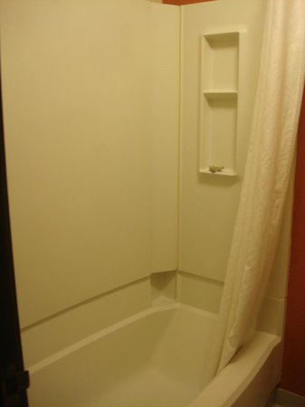 Super 8 Springfield East: Bathroom 1