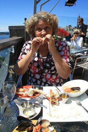 wharfside seafood grille: Yummy food.