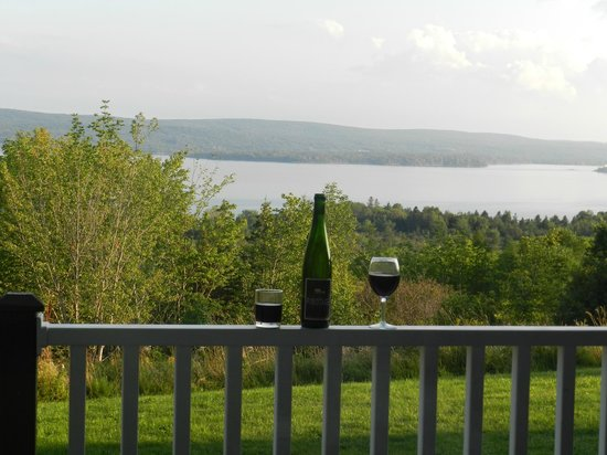 McIntyre's Cottages & Cameron House : The view from our patio