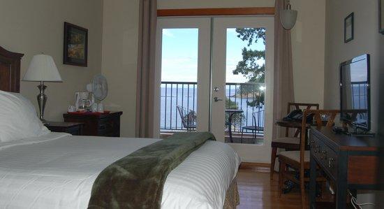 Mayne Island Resort : Queen Room Fall 2013