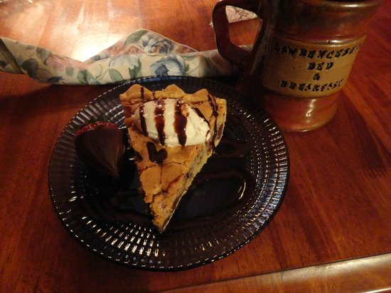 Lawrenceburg Bed and Breakfast: Dessert - Kentucky Pie