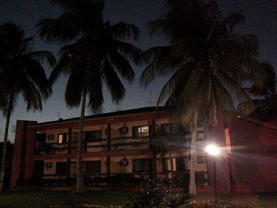 Hotel Praia do Muta: Visão do bloco 2 à noite
