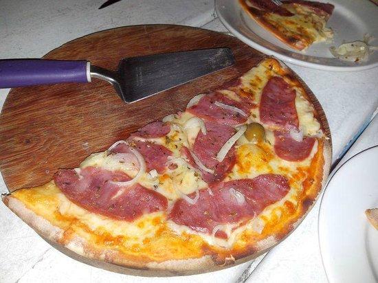 Hotel Praia do Muta: Pizza Calabreza Média R$  9,99