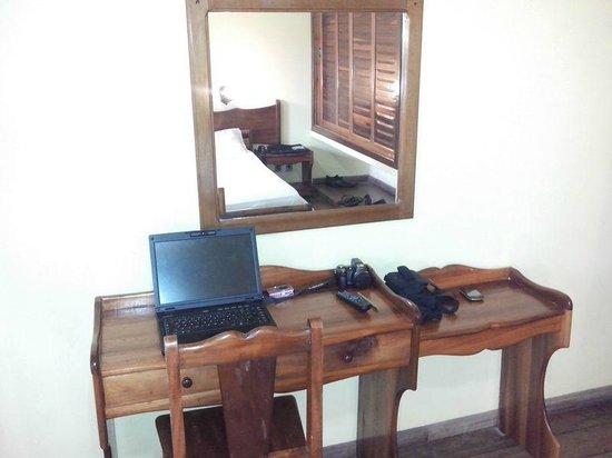 Hotel Praia do Muta: Apartamento e móveis