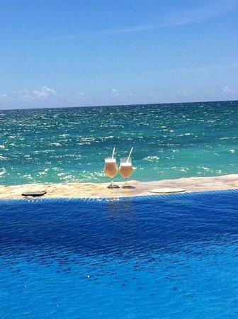 Dreams La Romana Resort & Spa : Private Pool drinks!