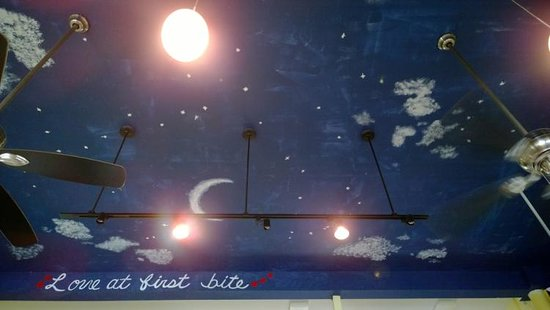 Moonstruck Patisserie: Cool ceiling