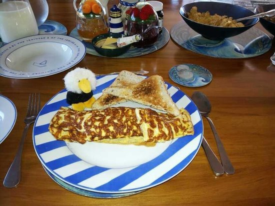 Nautical Nook Bed and Breakfast: Breakfast