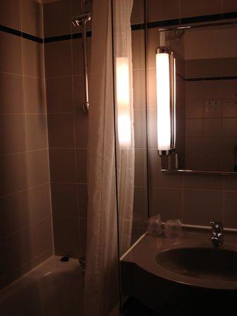 Comfort Hotel Davout Nation : Bathroom