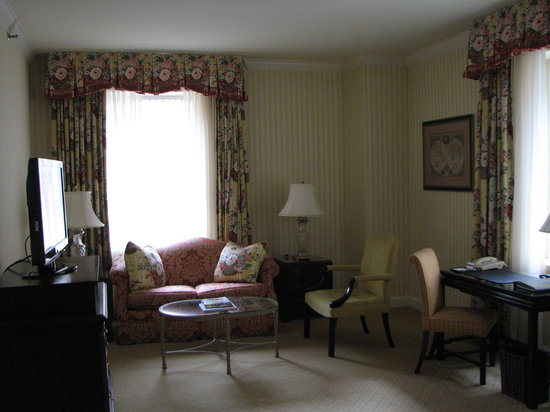 The Fairmont Olympic Seattle: comfy loveseat and chair in room 624