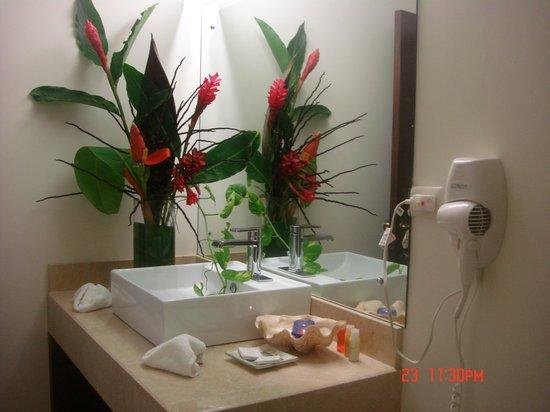 Tango Mar Beachfront Boutique Hotel & Villas: Bedroom - Robinson Crusoe Villa