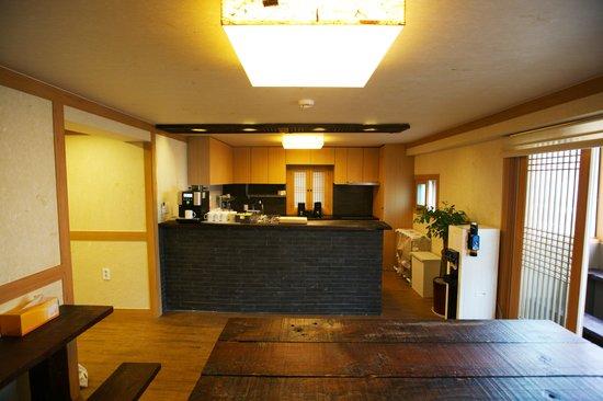 B Guest House: Kitchen