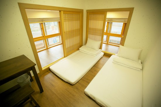 B Guest House: Twin room