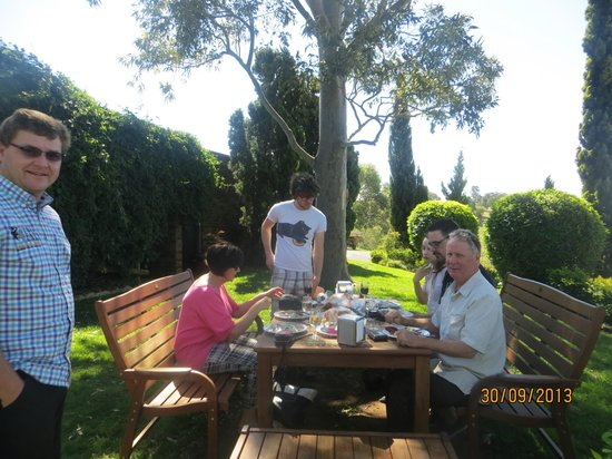 Two Fat Blokes Gourmet Tours: A lovely spot to stop for a delicious lunch!