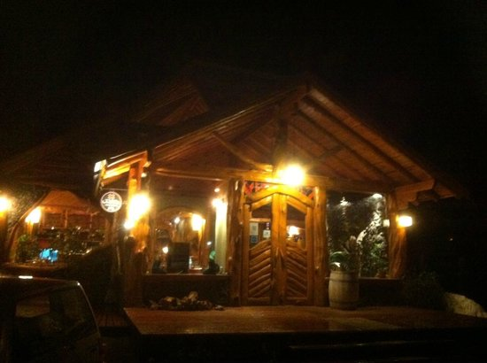 Hosteria Sudbruck: Restaurant Exterior at Night