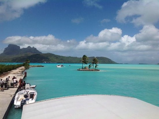 Sunset Hill Lodge: Off the Plane and on to a sea taxi to Bora Bora