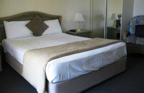 Sunlit Waters Studio Apartments : Bedroom