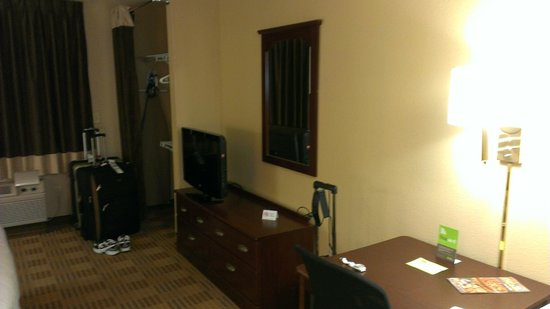 Extended Stay America - Reno - South Meadows: Dining Table, Chair, Dresser, Flat Screen TV, and Closet