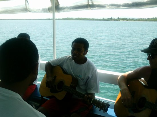 Oolala Cruises: Great singing Paul