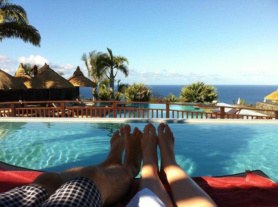 Palm Hotel & Spa : Piscine à débordement avec vue sur mer