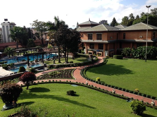 Crowne Plaza Kathmandu-Soaltee: Pool area