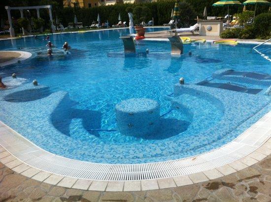 Hotel Harrys' Garden: Idromassaggi vari per tutti i gusti!