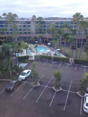 Holiday Inn San Diego-Bayside: View from upstairs looking towards the pool