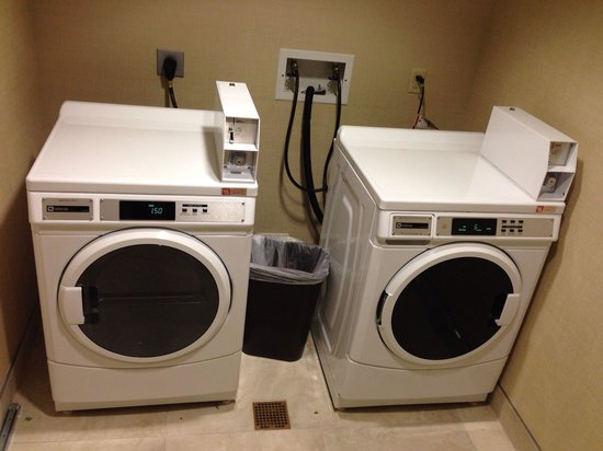 Holiday Inn San Diego-Bayside: Laundry facilities