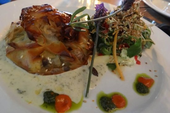 Moggs Country Cookhouse: Wild mushroom phyllo parcel with basil pesto and salad (R90)