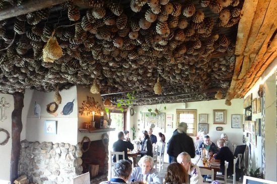 Moggs Country Cookhouse : Cozy atmosphere inside Moggs