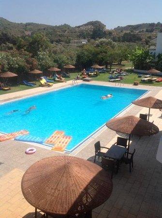 Vallian Village Hotel : hotel pool and garden
