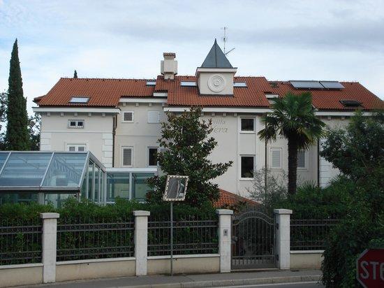 Hotel Villa Vera : Westseite/Hauptstraßenseite