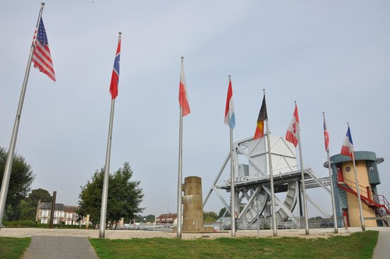 Pont Pégasus : The current Pegasus Bridge