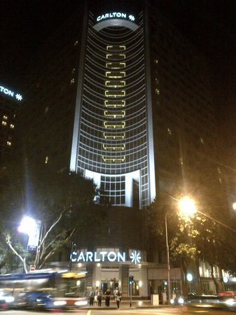 Carlton Hotel Singapore: Hotel Building at night