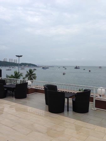 Baywalk Residence Pattaya: ホテルのテラスからの眺め