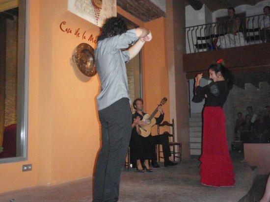 Casa de la Memoria: Guitarist in background