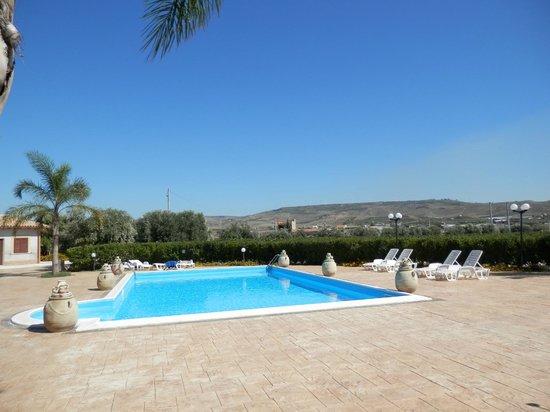 Villa Alisia: Pool mit fantastischem Rundblick