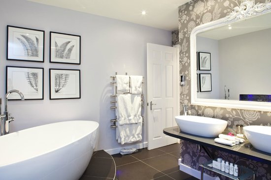 Longueville Manor: Bathroom