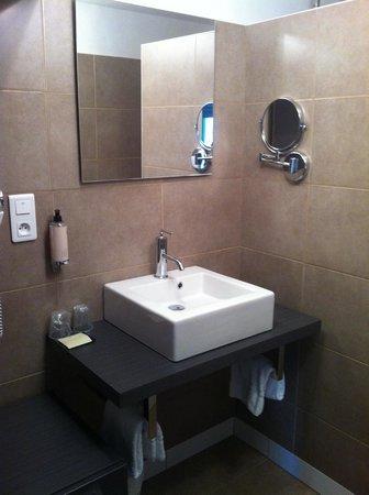 Citotel des Messageries : salle de douche