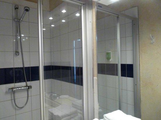 Hotel de la Mer : salle de bain