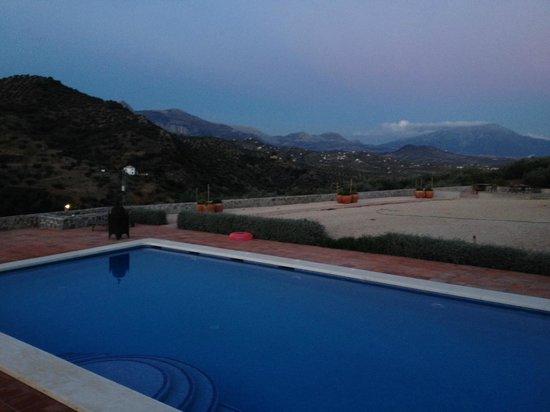 Cortijo Piltraque: Uitzicht terras en zwembad