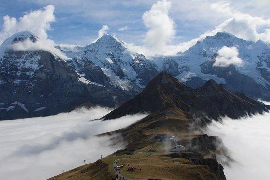 Luftseilbahnen Wengen–Männlichen: Eiger, Monk & Jungfra on a cloudy day