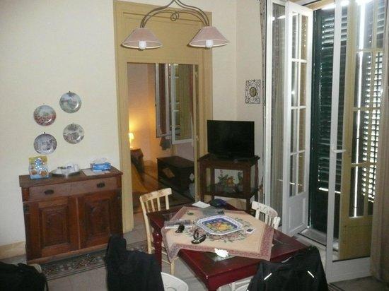 Wohn- und Schlafzimmer - Picture of La Casa di Zoe, Palermo ...