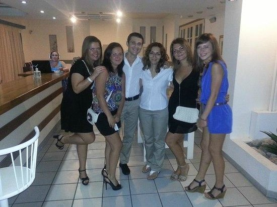 Central Hersonissos Hotel: Фото нас и удивительных сотрудников отеля - Вани и Дианы)