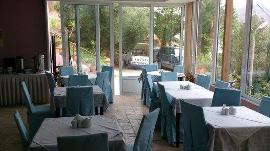 Horizon Beach Hotel: Frühstücksraum