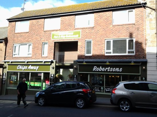 Robertsons Fish Restaurant: On the left hand side is Robinsons.