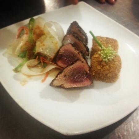 Sun n Sea Wood Fire Bistro : Pan seared Peppered Yellowfin Tuna