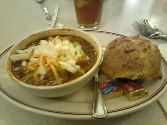 Sugar Pine Cafe: Chilli and cornbread muffin. Yum