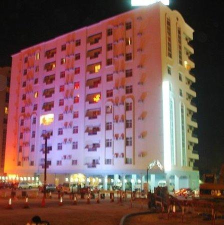Frsan Plaza: Full Building view