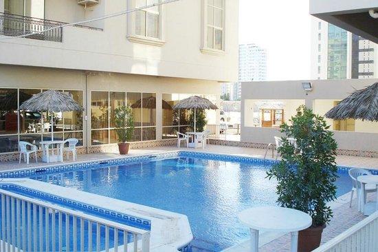 Frsan Plaza: Swimming pool view